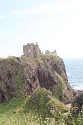 Burgreste auf Klippen